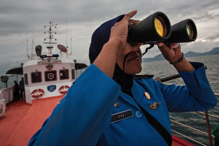 Chinese Icebreaker Ready to Assist Australian Search for Debris