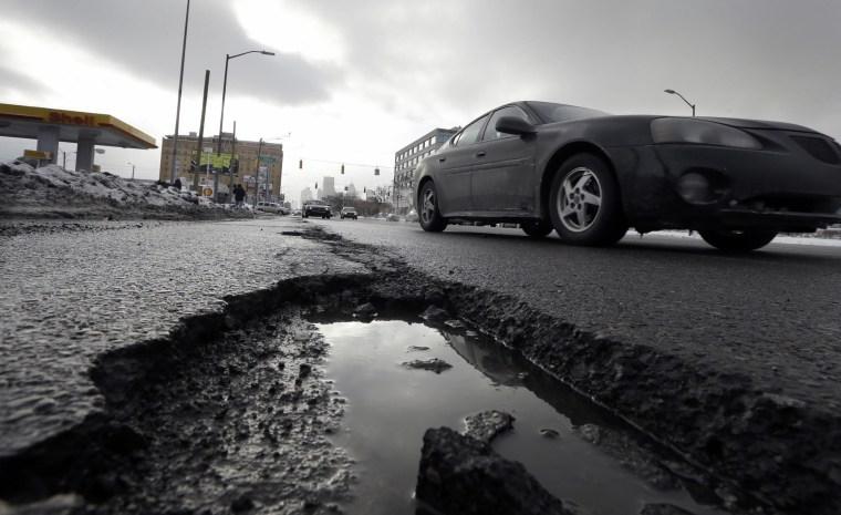 Image:pothole in Detroit