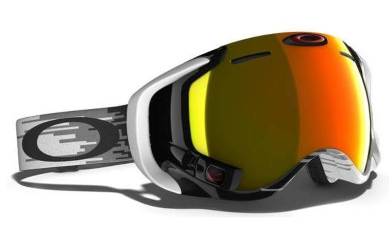 The Airwave goggles (not part of the Google partnership) have a small display that shows altitude, speed, and other skiing statistics.