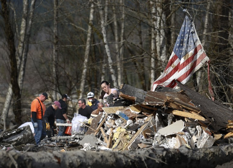 A large number of volunteers turned out Monday March 24, 2014, wanting to help with the search in Oso, Washington. (AP Photo /The Herald, Dan Bates)