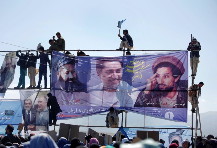 Image: Supporters of Afghan presidential candidate Abdullah attend an election rally in Mazar-I-Shariff