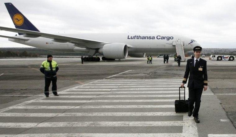 Lufthansa plane landing
