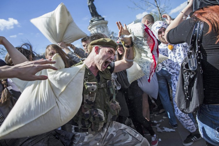 Image: International Paris Pillow Fight Day 2104