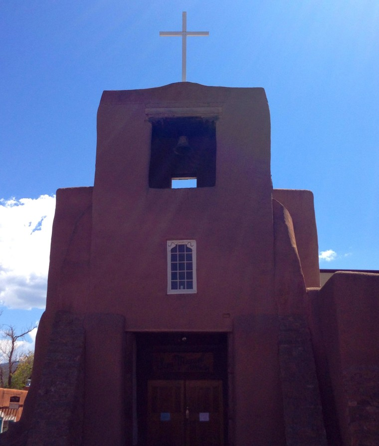 San Miguel Mission, the oldest church in the mainland U.S., was built in the early 1600s by Tlaxcalan Indians from Mexico under the direction of a Franciscan friar, Fray Alonso de Benavides. At the time, New Mexico was part of the Spanish empire.