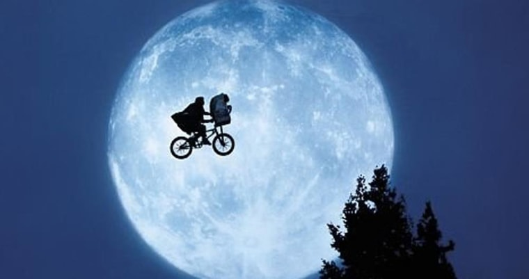 A scene from 'E.T.: The Extra-Terrestrial' (1982)
