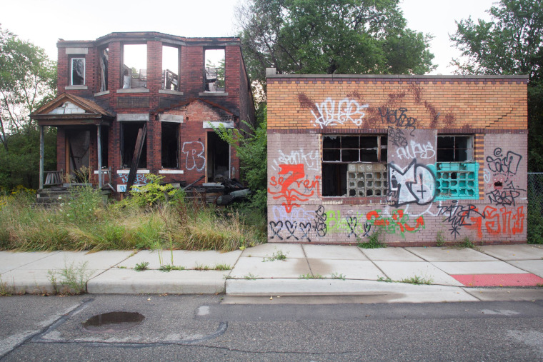 A bankruptcy judge has approved a plan for the city of Detroit to pay off debts to two banks