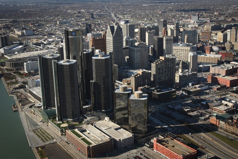 A federal bankruptcy judge has approved bankrupt Detroit's plan to settle a bad multi-million dollar pension debt deal with two banks.