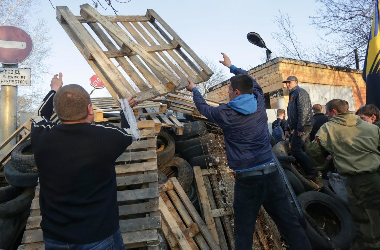 Image: Pro-Russian activists uprising in Ukraine's eastern provinces