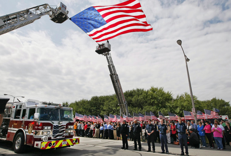 Image: Memorial service honoring those killed in fertilizer plant explosion