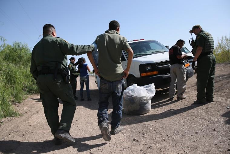 Image: U.S. Border Patrol agents detain undocumented immigrants