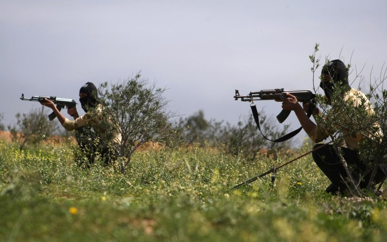 Image: Syrian rebel fighters train