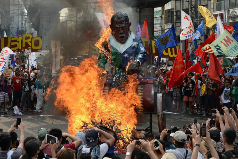 Image: Protesters burn an effigy of President Barack Obama during an anti-U.S. protest