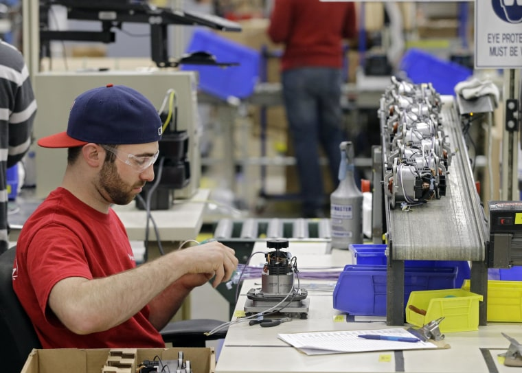 The U.S. economy all but stalled in the first quarter, as the brutal winter crippled growth, government data shows.