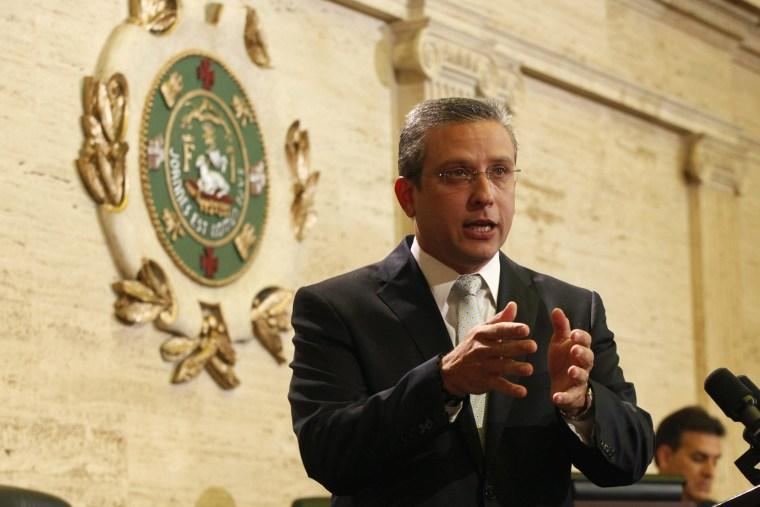 Image: Padilla addresses the legislature in San Juan