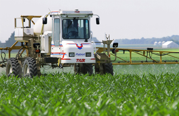 Image: New EPA rules would protect farm workers from pesticides.