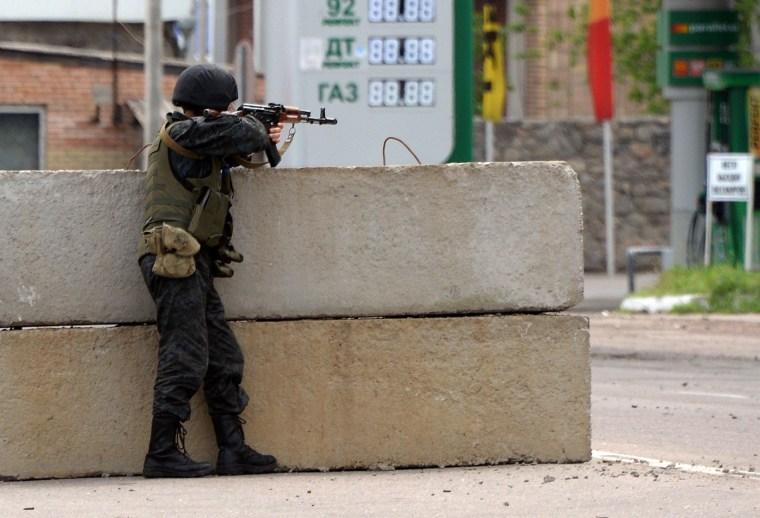 Image: Ukrainian soldier at a checkpoint near Slavyansk on Monday