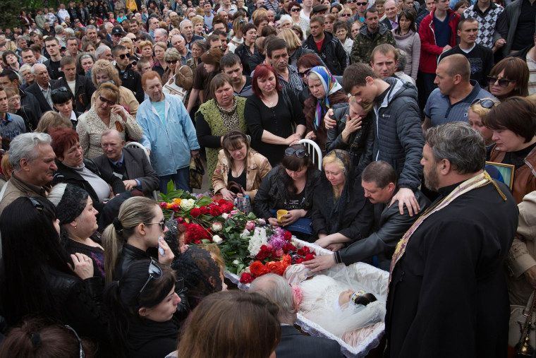Image: Funeral for 21-year old nurse Yulia Izotova