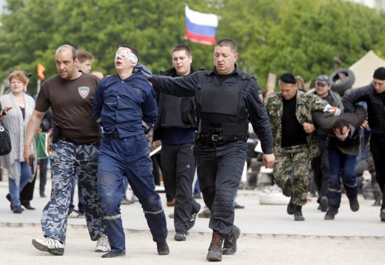 Image: Clashes escalate in eastern Ukraine