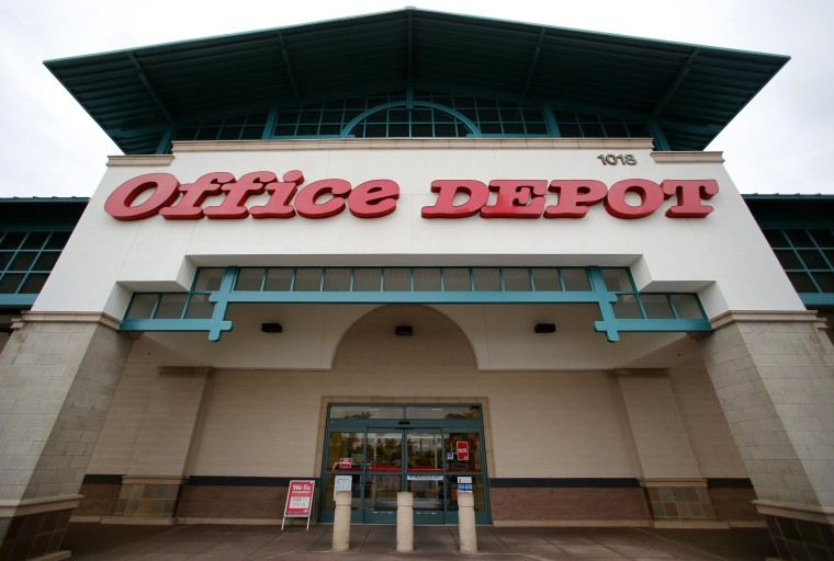 Office Depot says it is closing 400 stores in the United States in a cost-cutting campaign.