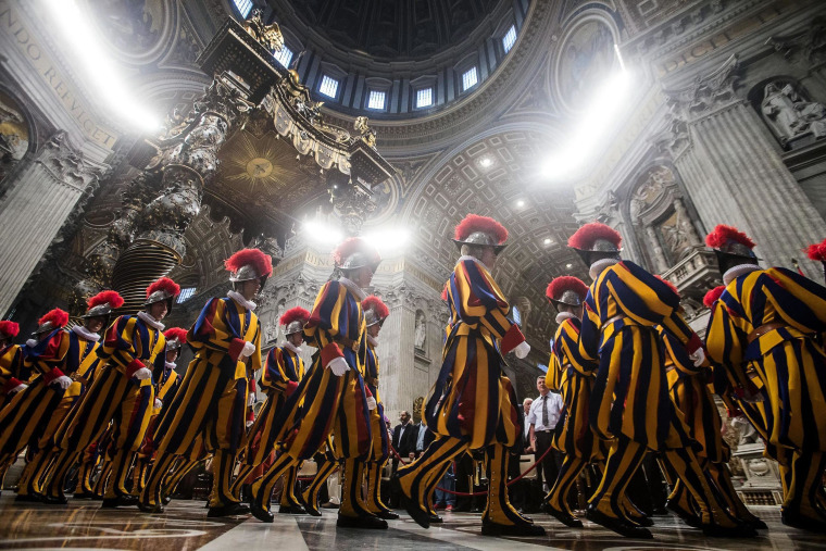 Image: Mass for the new papal Swiss guards