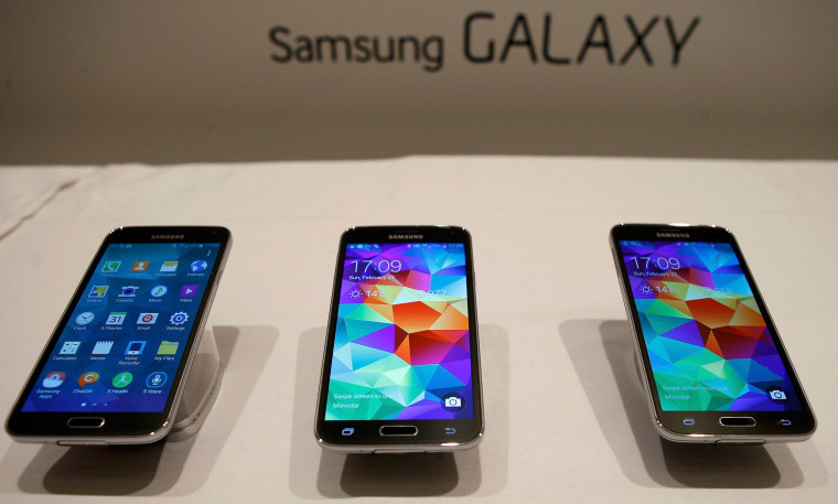 Image: New Samsung Galaxy S5 smartphones are seen on a display