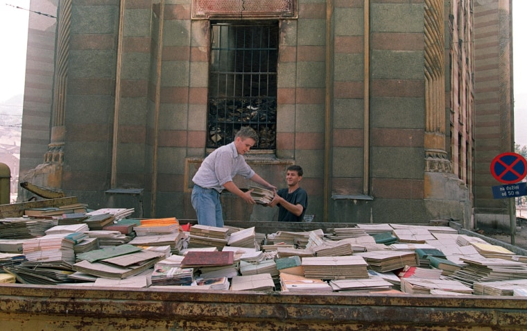 Image: Sarajevo residents try to save books in 1992