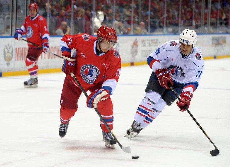 Image: Vladimir Putin takes part in gala ice hockey match