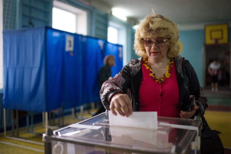 Image: Residents in eastern Ukraine vote on independence referendum