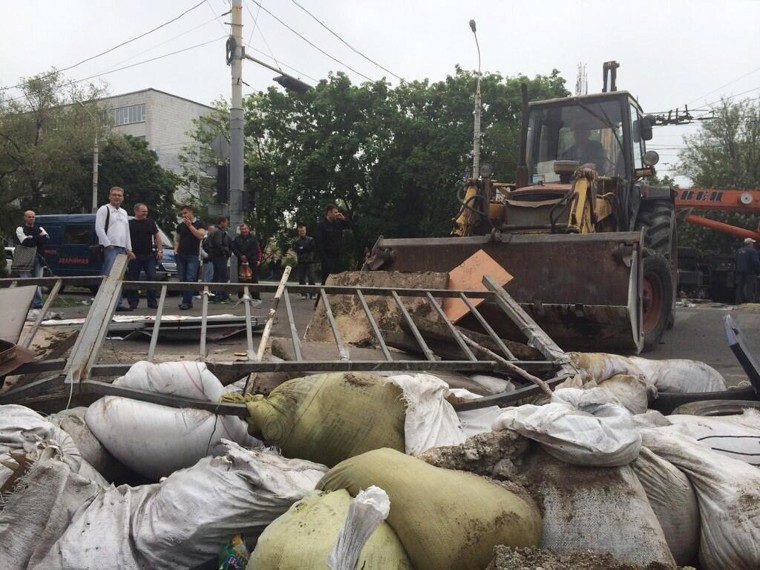 A digger taking down barricades in Mariupol, Ukraine, on May 13, 2014.