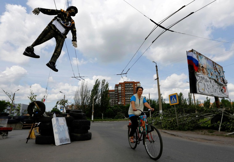 An effigy of an Ukrainian soldier hangs above a pro-Russian checkpoint at the entrance of the eastern Ukrainian town of Slovyansk on May 13, 2014.