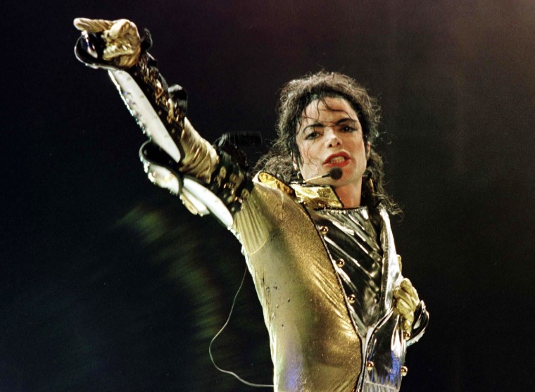 Michael Jackson Returns to the Stage    As a Hologram