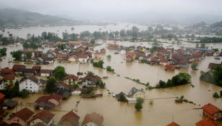 Image: Homes sit submerged due to overflowinh rivers in Doboj, a northern city of Bosnia and Herzegovina