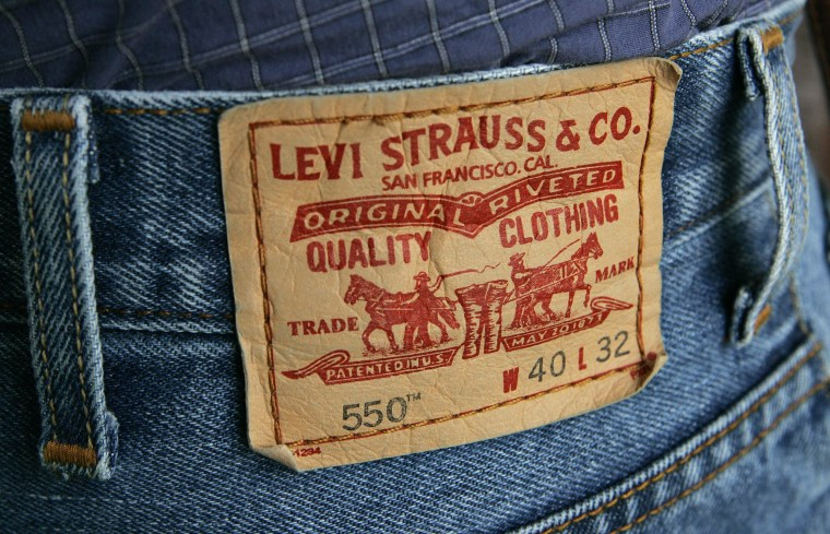 Image: The familiar red tag from a pair of Levi's 550 jeans