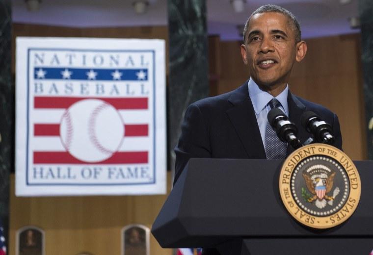 Image: US-POLITICS-OBAMA-BASEBALL