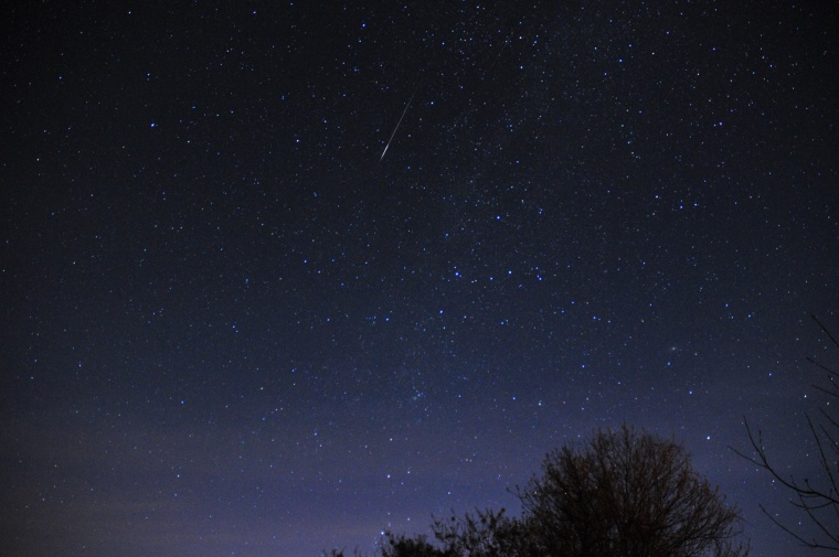 Image: A meteor shoots across the sky