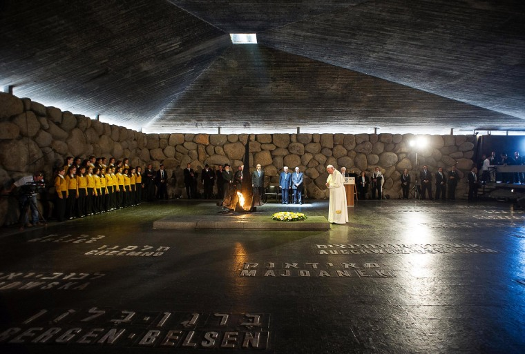 Image: Pope Francis lays a wreath at the Hall of Remembrance at the Yad Vashem Holocaust memorial in Jerusalem