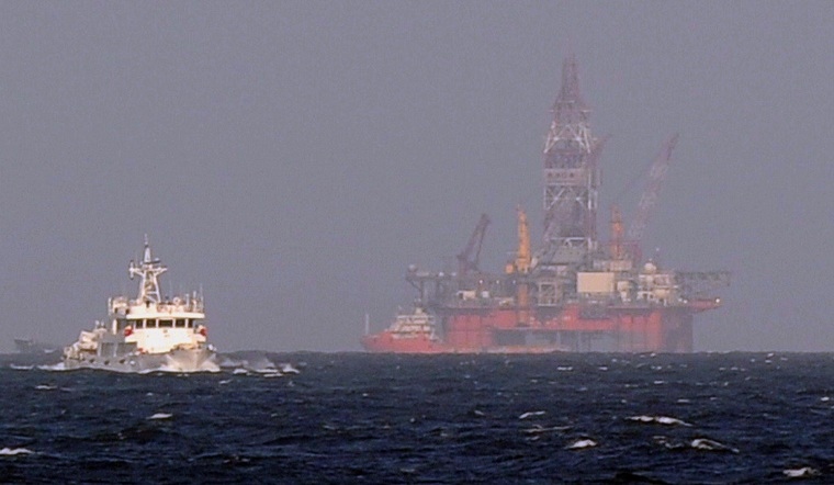 Image: A Chinese coast guard vessel sailing near a Chinese oil rig in disputed waters in the South China Sea