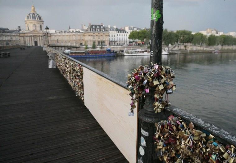 Image: FRANCE-PARIS-BRIDGE