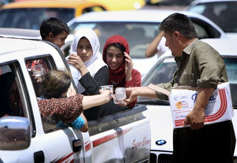 Image: Iraqi families fleeing violence