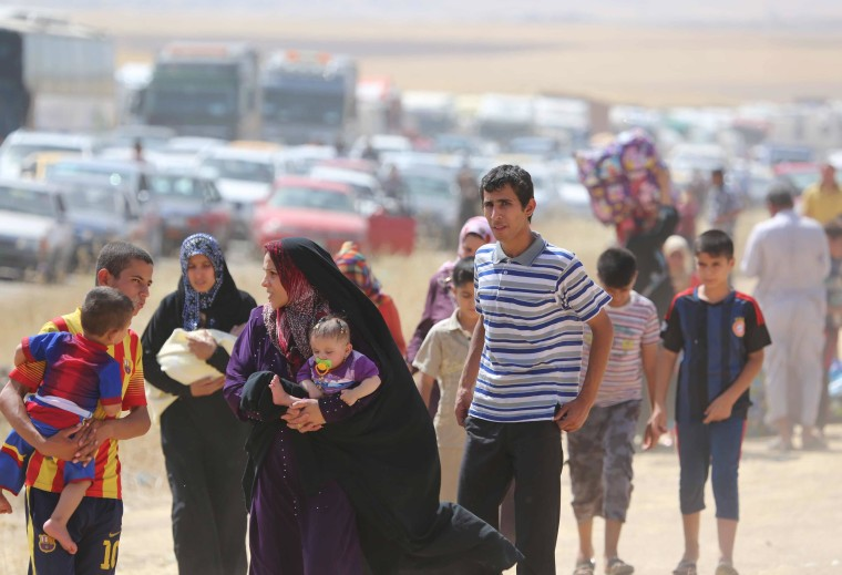 Image: Thousands of people flee from Mosul to Arbil