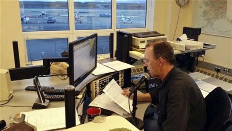 Image: National Weather Service meteorological technician Robert Murders