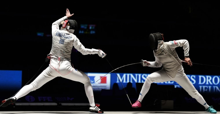 Image: FInna Deriglazova of Russia, left, competes with Elisa Di Francisca of Italy during their women's team Foil final match at the European Fencing Championship