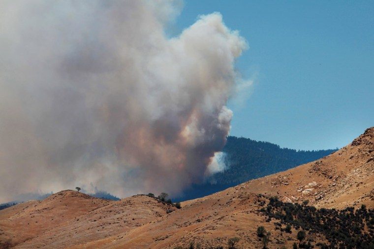 Image: Heavy smoke from the Shirley Fire above Wofford Heights, Calif.