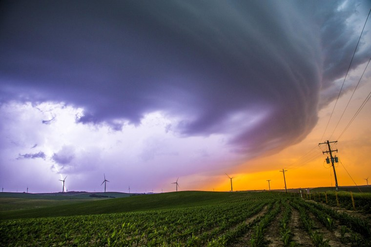A mothership supercell ends the deadly day with absolute beauty in central Nebraska on June 16, 2014.