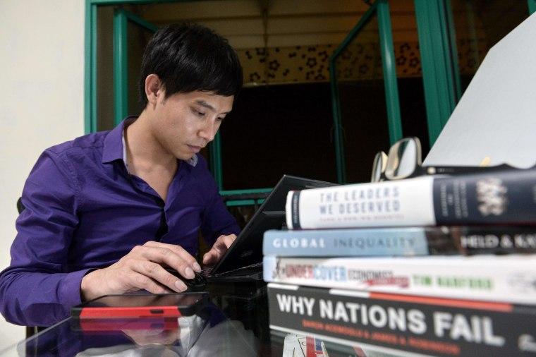Image: SINGAPORE-POLITICS-INTERNET-LAW-COURT-LEE