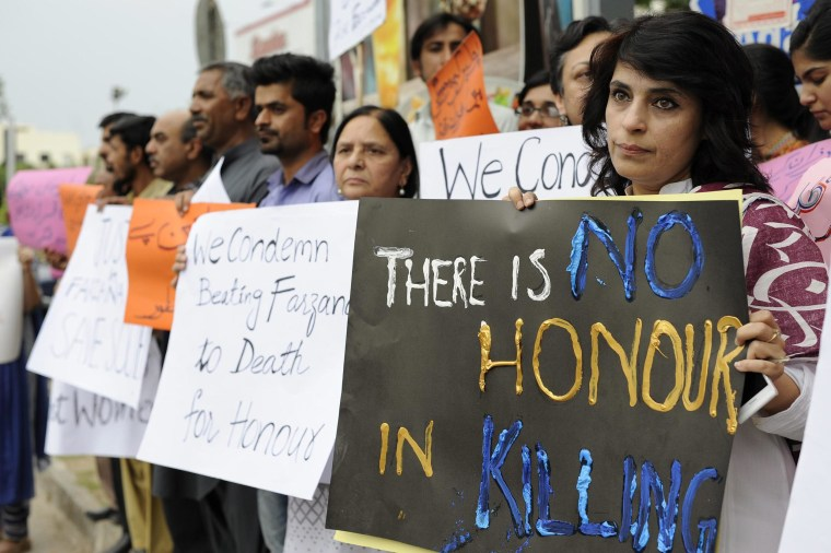 Image: Protest against the honor killing of a pregnant woman