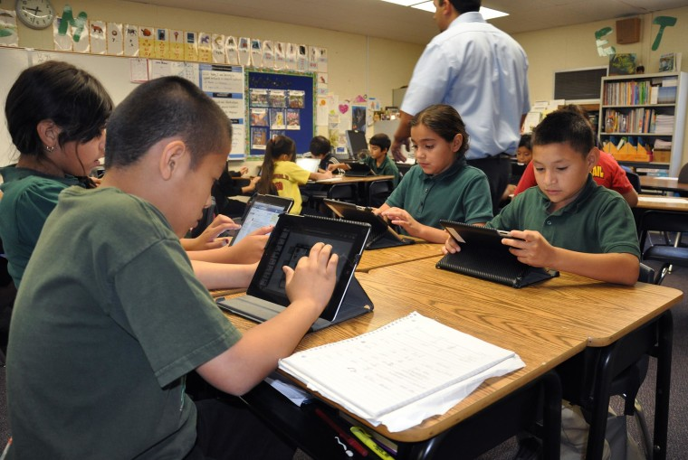 Image: Students using iPads distributed by Coachella Valley Unified School District