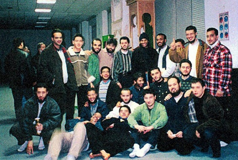 Image: A picture taken in 1999 in the Al Quds Mosque in Hamburg
