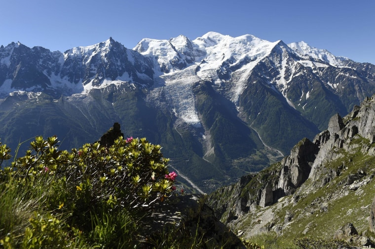 Image: A view of the Mont-Blanc range