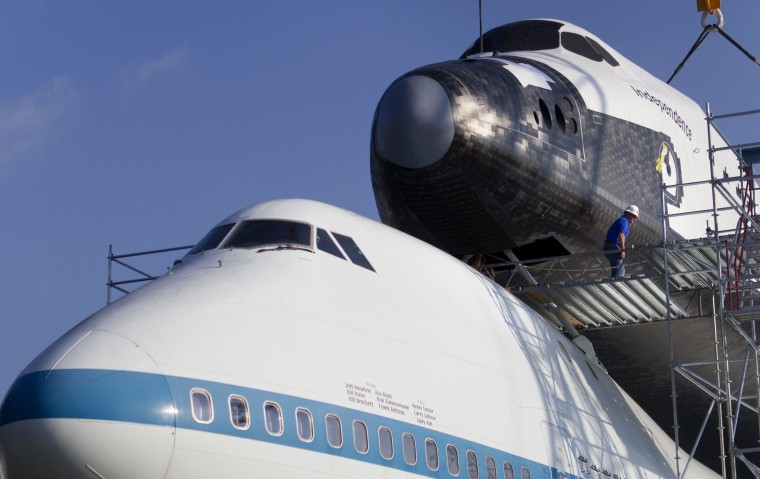 Image: Replica space shuttle Independence atop Boeing 747